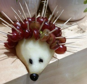 childrens-cooking-class - Grapes and pear porcupine