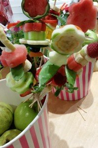 childrens-cooking-class - fruit kebabs