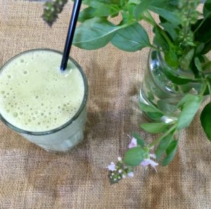 How to do breakfast on the run and stay healthy - smoothie