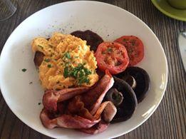 How to cook perfect acramble eggs - Putia Pure Food Kitchen scrambled eggs and mushrooms.